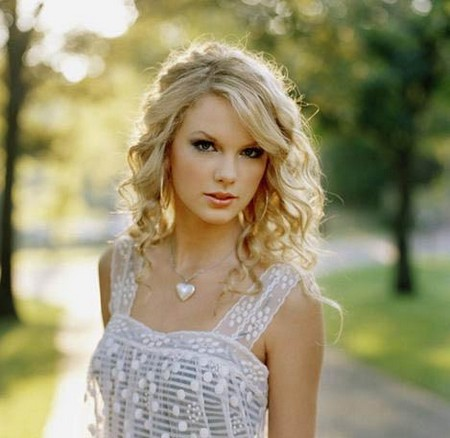 Taylor Swift Taylor Swift quote about Beauty